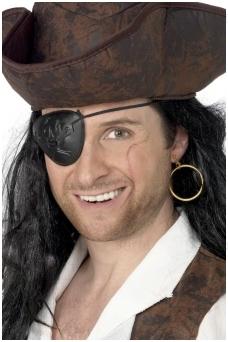 Пиратская серьга и повязка на глаз