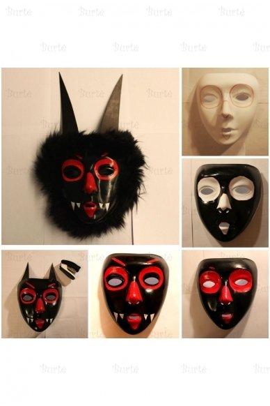 Balta kaukė 2