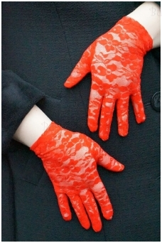 Guipure gloves, red