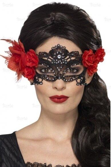 Juoda kaukė su rožėmis
