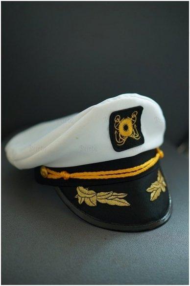 Kapitono kepurė 4